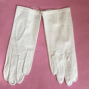 New vintage light cream leather gloves